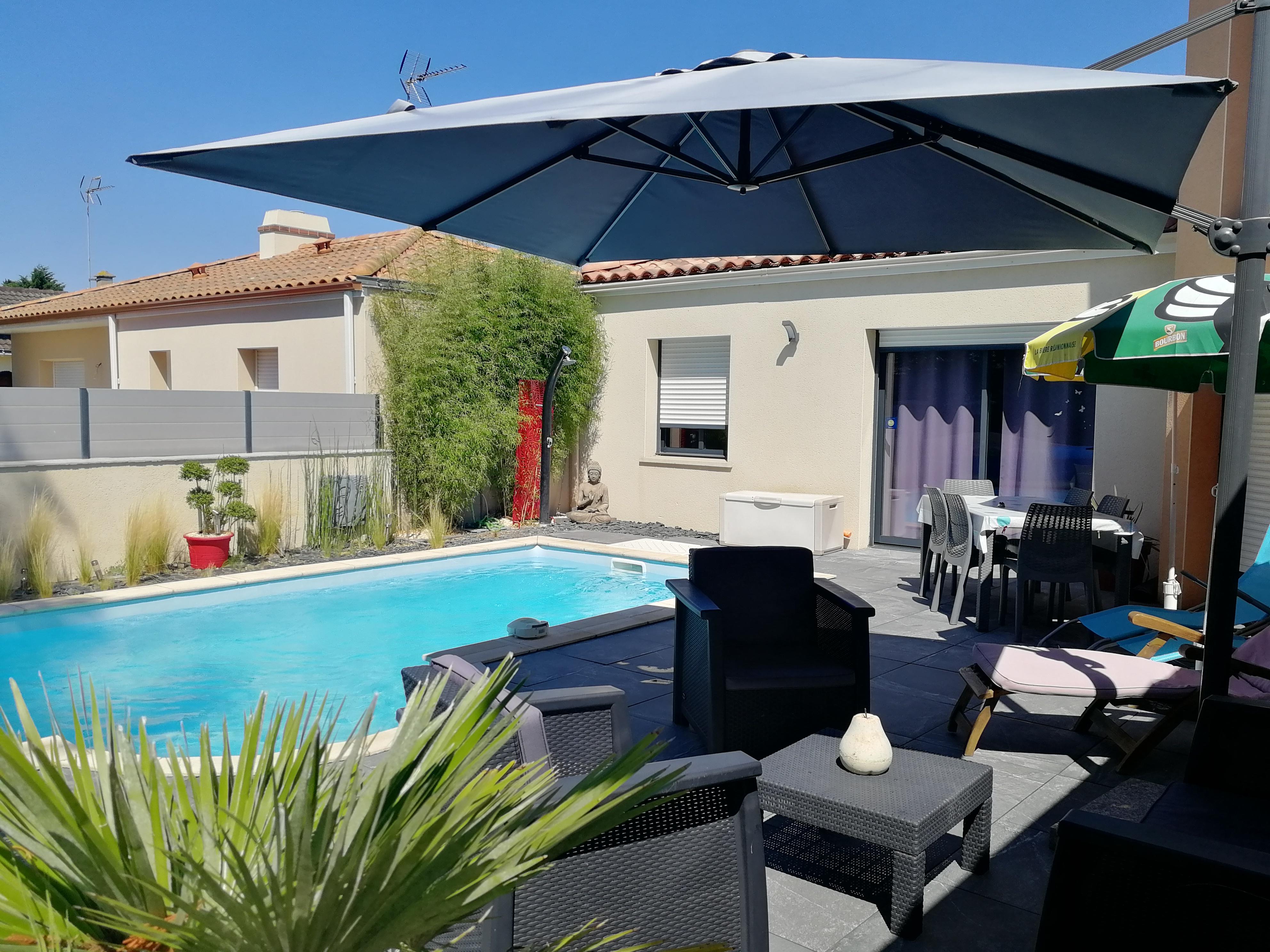 Location T2 terrasse piscine 03